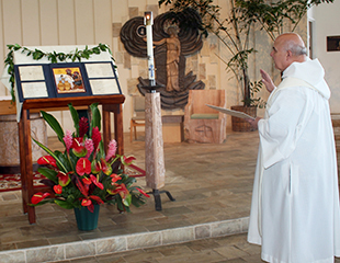 At Mystical Rose Oratory in Honolulu, Fr. George blesses the bicentennial icon.